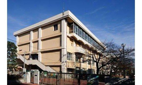 大田区立蒲田中学校まで535m。これからの社会を担う生徒に、やり抜く力を育みます。