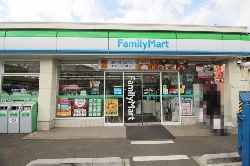 ファミリーマート田園調布二丁目店まで83m。「あなたと、コンビに、ファミリーマート」 「来るたびに楽しい発見があって、新鮮さにあふれたコンビニ」を目指してます。