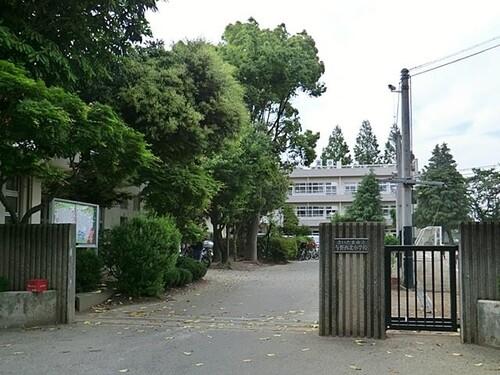 小学校(550m)