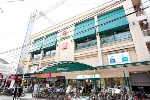 ピーコックストア自由が丘店まで194m。ピーコックストアではエコマーク付き商品をはじめ、リサイクル商品、無添加商品など、身近にあって無理なく環境への影響を少なくする商品を幅広くご用意しています。