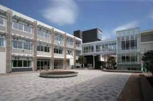 世田谷区立深沢中学校まで1200m。元気で明るい「あいさつ」が行き交い、保護者と地域の皆様に信頼される誇りのもてる学校を目指します。