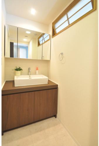 造作洗面台に交換。ホテルのような雰囲気を出したかったご主人様のこだわり空間。