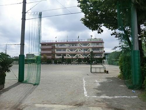 小学校(850m)