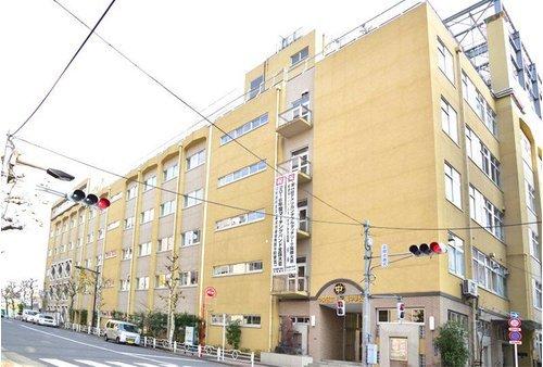 中央区立日本橋中学校まで1600m。生徒一人一人を大切にした学習指導で学びの質を保障し、確かな学力の向上を図る教育目標を掲げております。