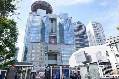 赤坂サカスまで362m 東京都港区赤坂5丁目に所在する再開発複合施設である。また、施設のひとつに、東京放送ホールディングスやその子会社(TBSテレビなど)の本社が所在、TBS放送センターもあります。