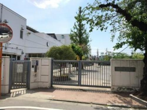 目黒区立宮前小学校まで230m 昭和30年10月22日に、八雲小学校の分校として授業を開始し、昭和33年4月1日に宮前小学校として開校。