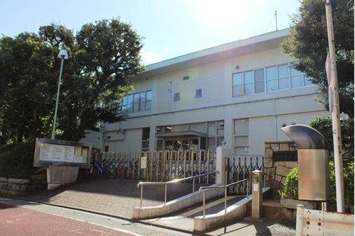 大田区立大田図書館まで901m 休館日は第2木曜日(祝日の場合は翌日休館)、年末年始(12月29日から1月3日)、特別整理期間。