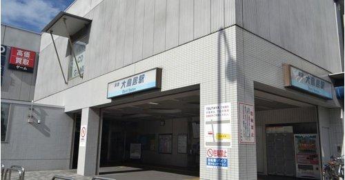 大鳥居駅まで880m。1日平均乗降人員数約30500人。駅名は穴守稲荷神社の大鳥居が付近にあったことに由来します。
