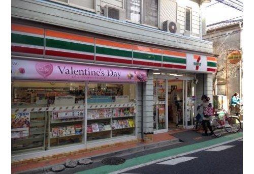 セブンイレブン渋谷神宮前1丁目店まで462m。24時間営業なので深夜の急なお買い物にも重宝いたします。