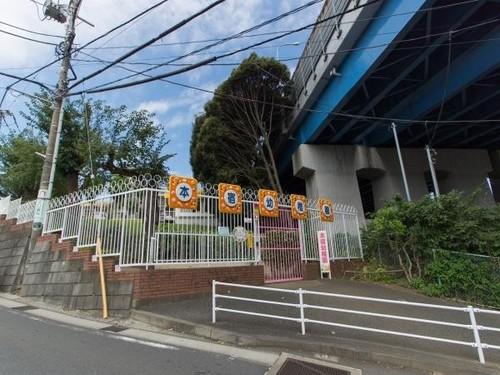 幼稚園・保育園(550m)