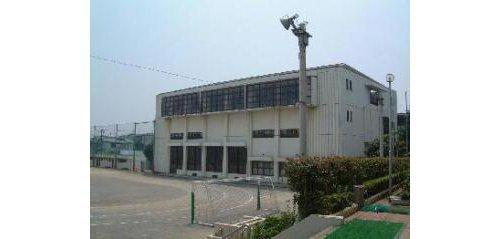 大田区立貝塚中学校まで399m 「笑顔と歌声と活気のある学校」をスローガンに