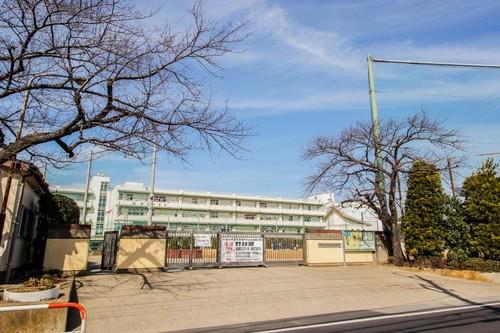 中学校(160m)