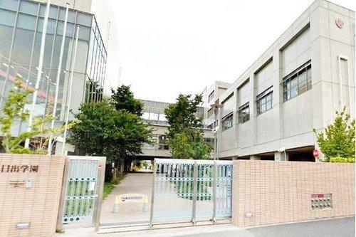 私立日出中学校まで287m 『誠・明・和』を基にしそこに「夢」というダイナミックな要素を取り入れて現在から未来に向けた大いなる飛躍の場としての学校を考えている中学校。