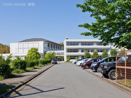中学校(640m)