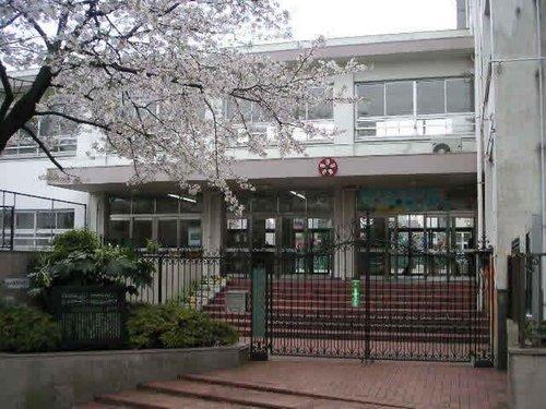 渋谷区立長谷戸小学校まで550m 草川信が教師として在職中に「夕焼け小焼け」を作曲したことから「夕焼け小焼けの小学校」として知られる。