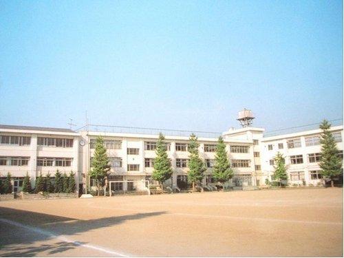 大田区立雪谷中学校まで230m 生徒・保護者の「不安を安心に」「不信を信頼に」「不満を満足に」変えていきます。