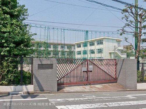 大田区立東調布中学校まで880m 人権尊重の精神を基調とする安全・安心で、規律と活力のある学校。