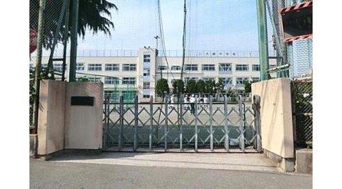 品川区立大崎中学校まで960m 品川区西品川にある区立中学校。昭和22年に開校。