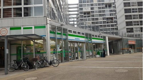 ファミリーマート江東東雲一丁目店まで180m 何かと便利な24時間営業のコンビニあります。