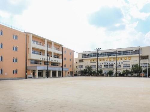 小学校(1300m)