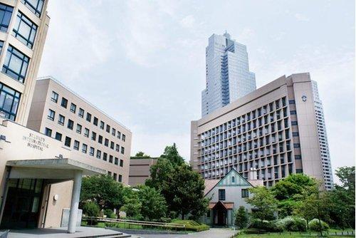 聖路加国際病院まで2400m 聖路加国際病院は、築地にある大規模総合病院であり、東京都心部では最もよく知られる病院のひとつです。