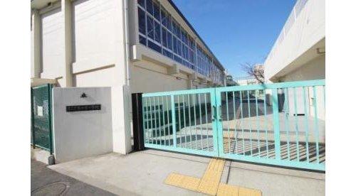 大田区立矢口東小学校まで487m 大田区立矢口東小学校は、東京都大田区にある公立小学校である。1927年に開校した。