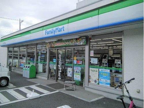ファミリーマート大田久が原五丁目店まで400m 「あなたと、コンビに、ファミリーマート」 「来るたびに楽しい発見があって、新鮮さにあふれたコンビニ」を目指してます。