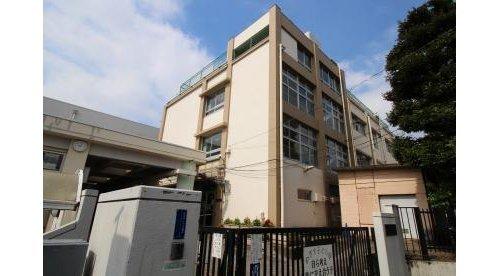 目黒区立五本木小学校まで310m 東京都目黒区五本木2-24-3に所在する目黒区立小学校。昭和6年9月に開校。