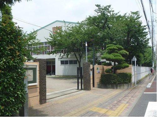 大田区立大森第三中学校まで700m。基礎的・基本的な知識・技能や思考力・判断力・表現力・主体的に学ぶ態度を確実に習得させる。
