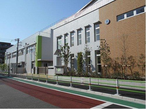 大田区立東六郷小学校まで300m。昭和36年4月に開校。明るく元気に学業に励み、学校行事等にも意欲的に取り組みながら、自らの夢や自己実現を目指している。