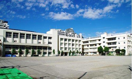 大田区立矢口中学校まで1210m。大田区下丸子二丁目23番1号に所在する大田区立中学校。昭和22年に開校。