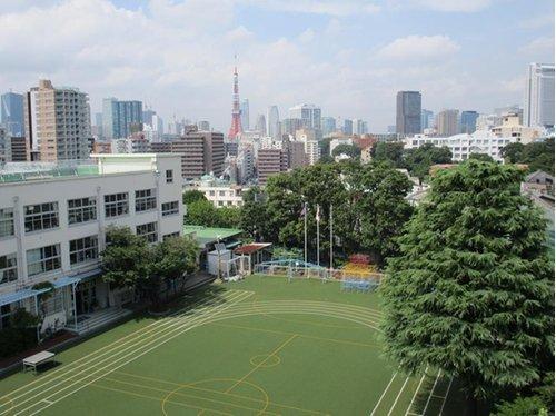 港区立御田小学校まで601m。平成12年4月に、開校126年の南海小学校と127年の御田小学校を統合して、三田台にある旧御田小学校の校舎に新御田小学校としてスタートしました。