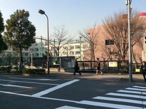 渋谷区立加計塚小学校まで737m。〇よく考える子  〇心豊かな子  〇元気な子。