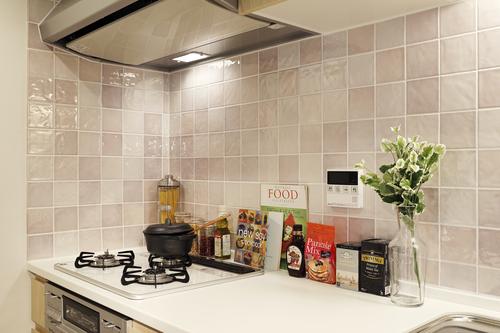 キッチンのタイルは可愛いピンク♪
