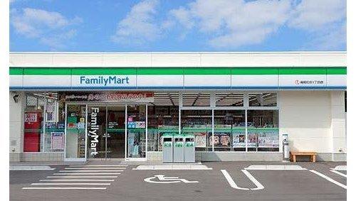 ファミリーマート北砂六丁目店まで117m。数々のオリジナル商品がある。主なものに「ボクのおやつ」ブランドの菓子・アイスクリームが多数存在している。
