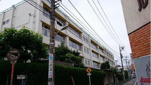 大田区立大森第二中学校まで760m。東京都大田区大森北6丁目にある区立中学校。1947年に開校。