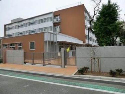 世田谷区立京西小学校まで730m。【教育目標】かしこい・やさしい・元気な京西の子ども。