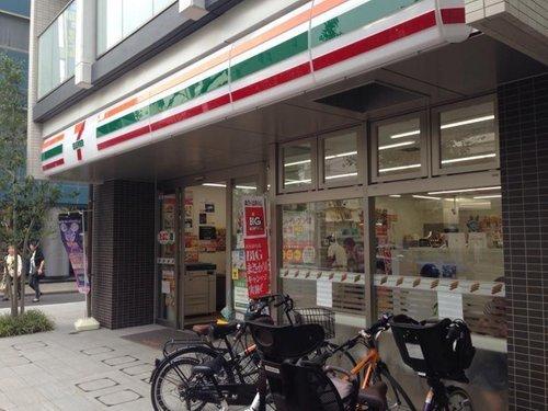 セブンイレブン新宿下落合1丁目店まで210m。株式会社セブン-イレブン・ジャパンが展開するアメリカ合衆国発祥のコンビニエンスストア。日本においてはコンビニエンスストア最大手。