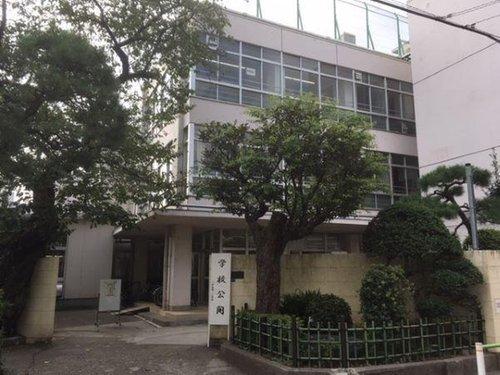 大田区立入新井第二小学校まで600m。「学力・心・身体がバランスよく成長している健康な子供が育つ学校」として、教育活動を進めてまいります。