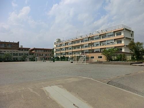 小学校(580m)