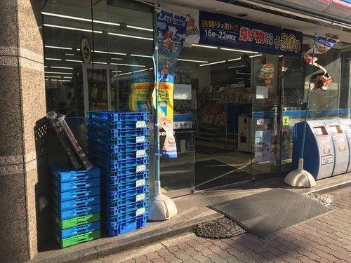 """ローソン日本橋箱崎店まで100m マチの健康ステーション。 """"みんなと暮らすマチ""""を幸せに。"""