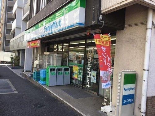 ファミリーマート西早稲田三丁目店まで180m。「あなたと、コンビに、ファミリーマート」 「来るたびに楽しい発見があって、新鮮さにあふれたコンビニ」を目指しています。