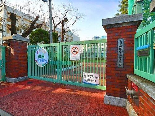 港区立御田小学校まで650m 一人ひとりが個性・能力を発揮し、主体的に社会に貢献する生徒の育成を目指します。