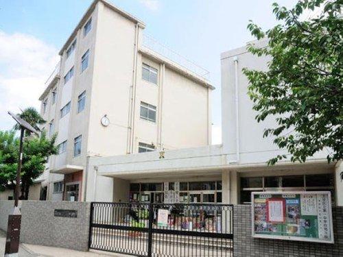 文京区立第一中学校まで1100m。東京都文京区小石川5丁目8ー9に所在する公立中学校です。