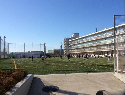 渋谷本町学園まで569m 「よく考え、実行する人」「礼儀正しく、心豊かな人」「心身の健康に努め、たくましく生きる人」「自然と人間を愛し、社会につくす人」を教育目標とする。