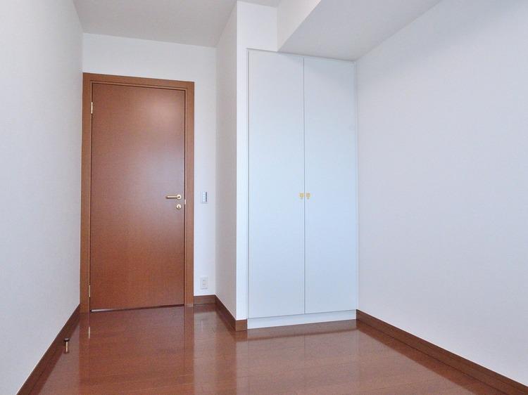 使い勝手の良いサイズ感なので、家族構成に合わせてマルチに使えるお部屋です。