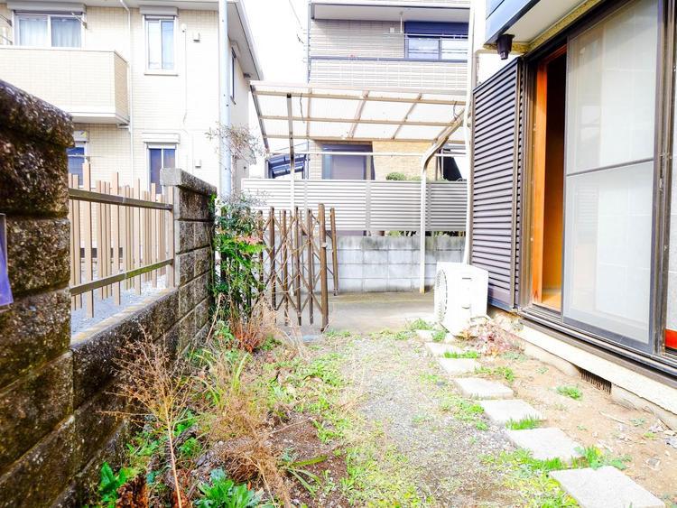 東京に住みながらお庭を持つ。そんな贅沢が実現する戸建。これからの生活に緑という癒しを与えてくれます。