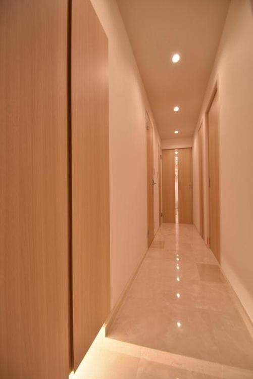 清潔感のある落ち着いた雰囲気の玄関です。
