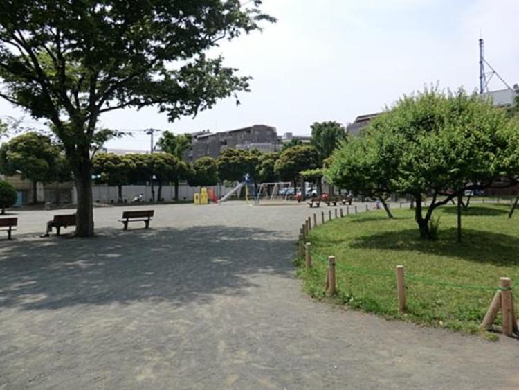 岡野公園 約680m