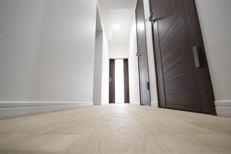 上質感漂う玄関アプローチは、ご家族の帰りや訪れる方を優しく迎える、安らぎに満ちた空間です。